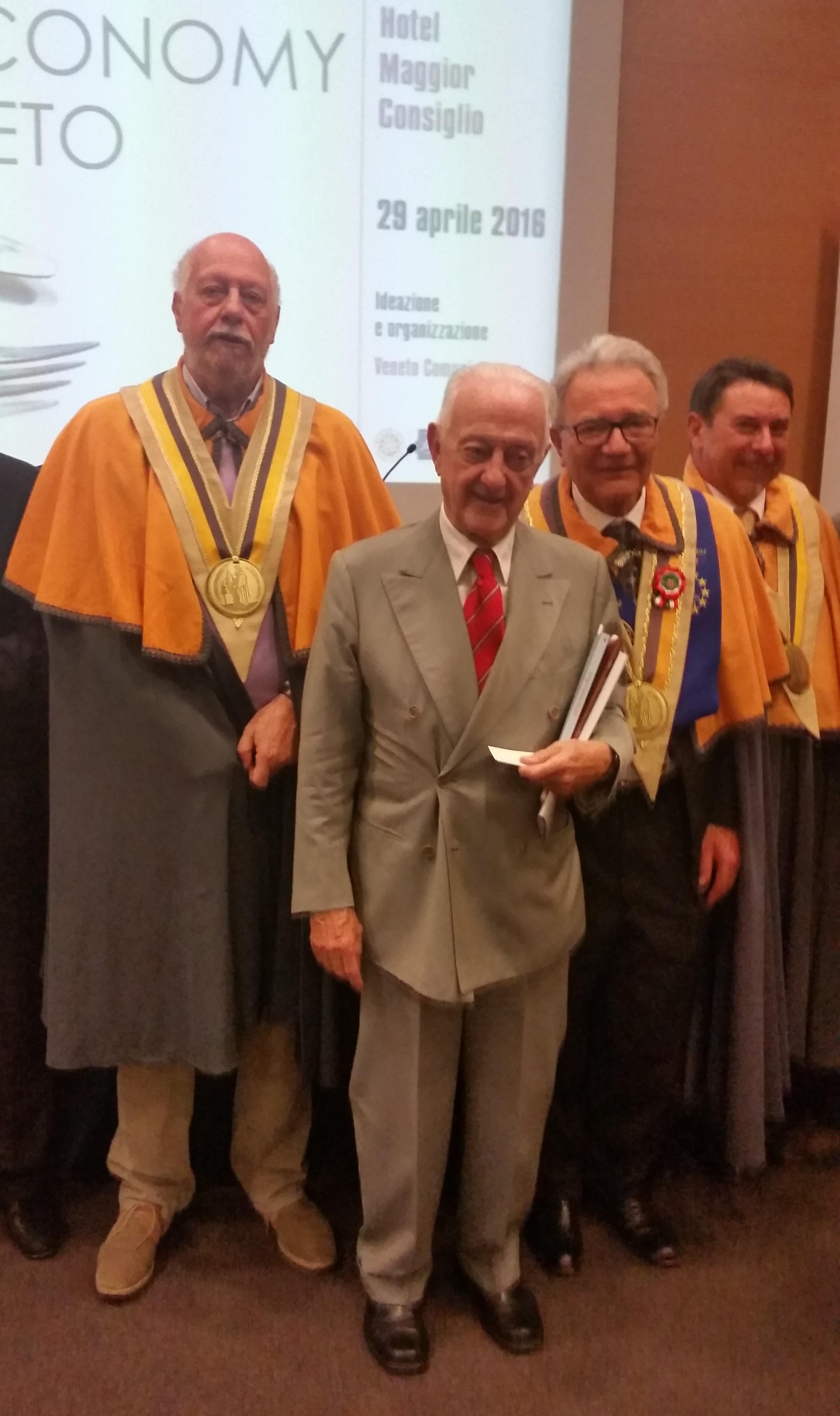 Arrigo Cipriani con Il Presidente Righi ed i Confratelli Cacciatori e Moffa